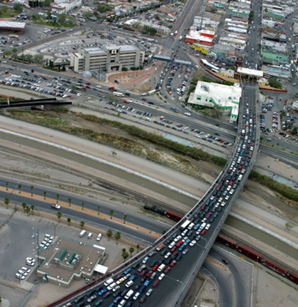 Congestion along the port of entry between El Paso, Texas and Juarez, Mexico. (Texas Department of Transportation)