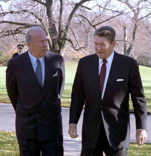 Secretary of State George Shultz and President Ronald Reagan on December 4, 1986