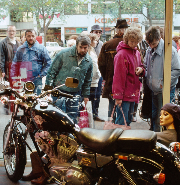 East Berliners express wonder shopping along the main West Berlin retail district. ( Priit Vesilind/National Geographic/Getty Images)